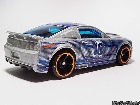 Hotwheels_2007_FORD_MUSTANG_02
