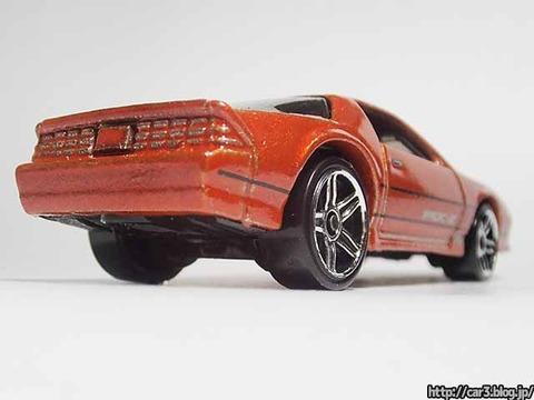 Hotwheels_1985CAMARO_IROC-Z_orange_05