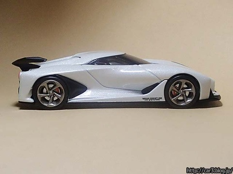 TOMICA_LIMITED_NISSAN_CONCEPT_2020_Vision_Gran_Turismo_05