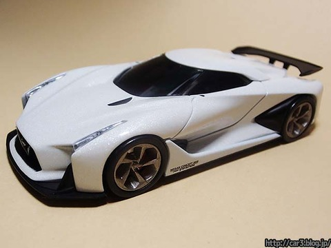 TOMICA_LIMITED_NISSAN_CONCEPT_2020_Vision_Gran_Turismo_01