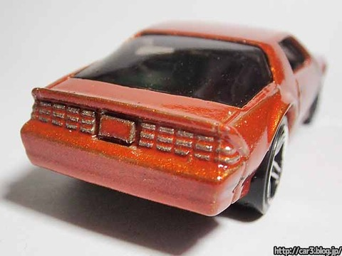 Hotwheels_1985CAMARO_IROC-Z_orange_11