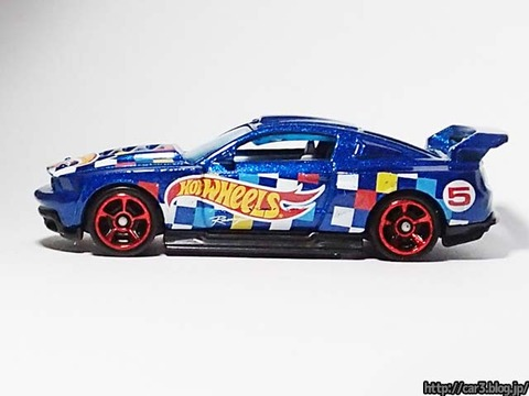 Hotwheels_CUSTOM_12_FORD_MUSTANG_08