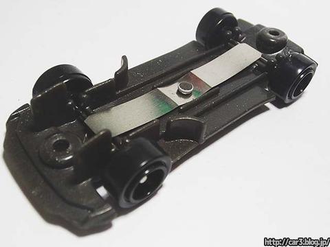 トミカ改造日産GT-Rのカシメを外す_10