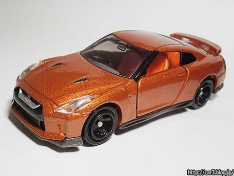 トミカ改造日産GT-Rのカシメを外す_01