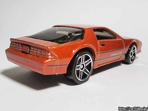 Hotwheels_1985CAMARO_IROC-Z_orange_03