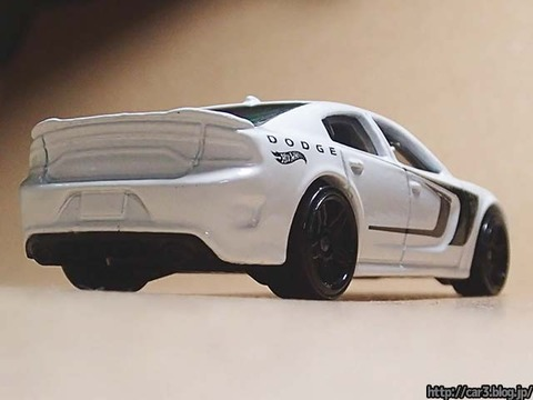 Hotwheels_2015_DODGE_CHARGER_SRT_05