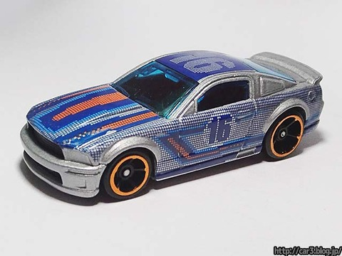 Hotwheels_2007_FORD_MUSTANG_11