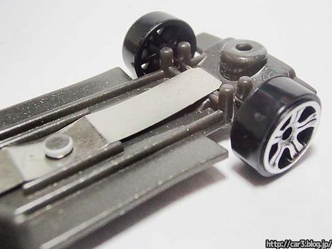 トミカ改造日産GT-Rのカシメを外す_12