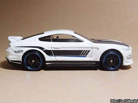 Hotwheels_Ford_shelby_GT350R_08