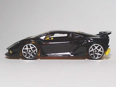 Hotwheels_Lamborghini_SESTO_ELEMENT_09