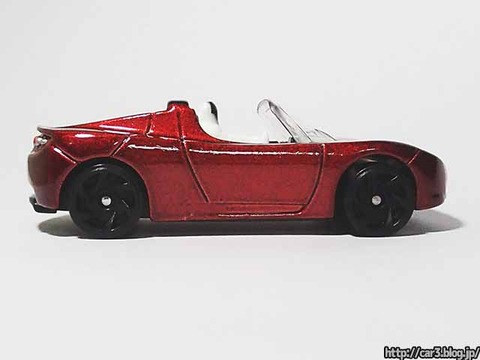 Hotwheels_TESRA_ROADSTER_WITH_STARMAN_08