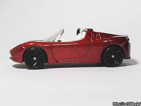 Hotwheels_TESRA_ROADSTER_WITH_STARMAN_09