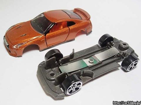 トミカ改造日産GT-Rのカシメを外す_13