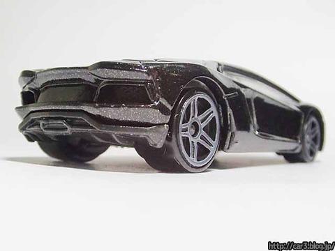 Hotwheels_Lamborghini_AVENTADOR_Black_05