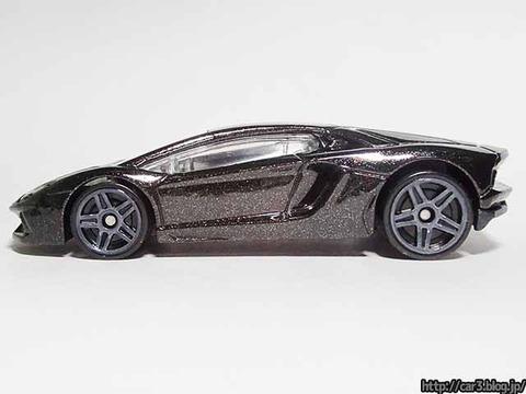 Hotwheels_Lamborghini_AVENTADOR_Black_09