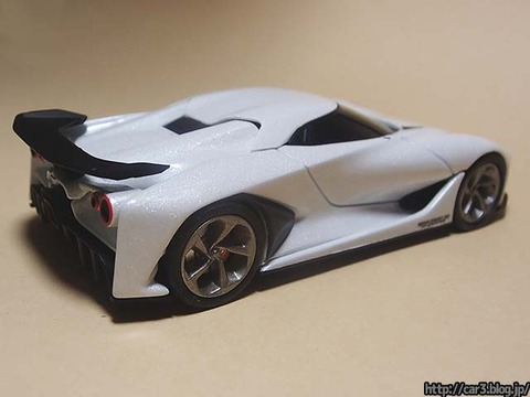 TOMICA_LIMITED_NISSAN_CONCEPT_2020_Vision_Gran_Turismo_04