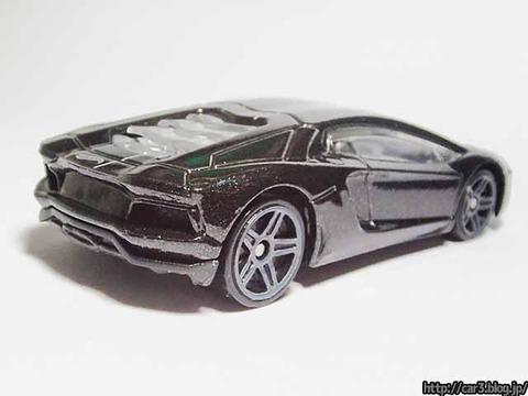 Hotwheels_Lamborghini_AVENTADOR_Black_03
