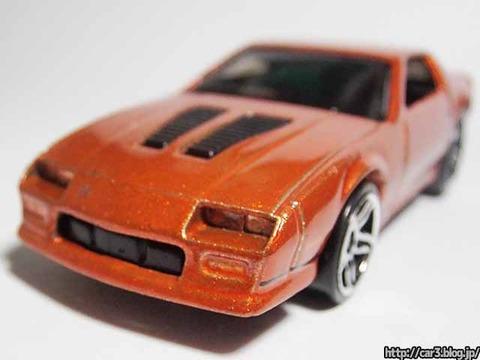 Hotwheels_1985CAMARO_IROC-Z_orange_10