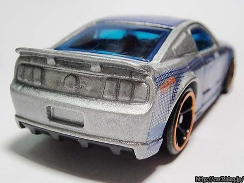 Hotwheels_2007_FORD_MUSTANG_10