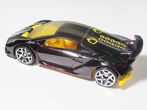 Hotwheels_Lamborghini_SESTO_ELEMENT_07