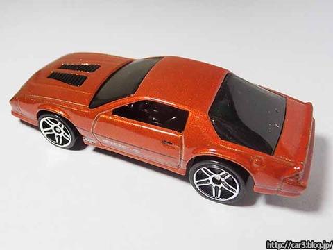 Hotwheels_1985CAMARO_IROC-Z_orange_07