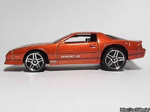 Hotwheels_1985CAMARO_IROC-Z_orange_09