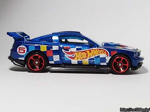 Hotwheels_CUSTOM_12_FORD_MUSTANG_07