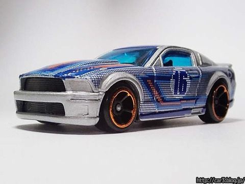 Hotwheels_2007_FORD_MUSTANG_03