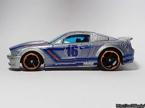Hotwheels_2007_FORD_MUSTANG_08
