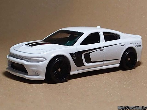 Hotwheels_2015_DODGE_CHARGER_SRT_02