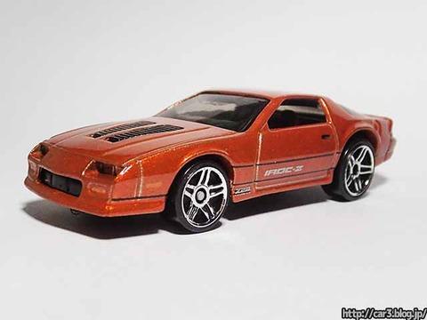 Hotwheels_1985CAMARO_IROC-Z_orange_01