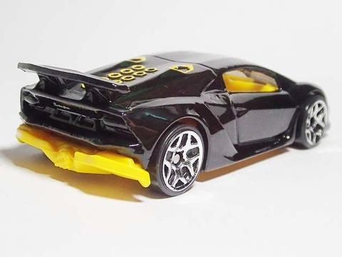 Hotwheels_Lamborghini_SESTO_ELEMENT_03