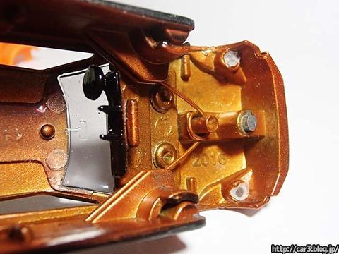 トミカ改造日産GT-Rのカシメを外す_07