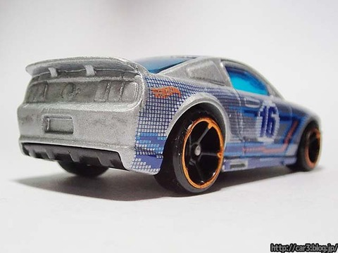 Hotwheels_2007_FORD_MUSTANG_04