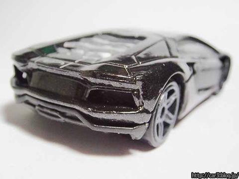 Hotwheels_Lamborghini_AVENTADOR_Black_11